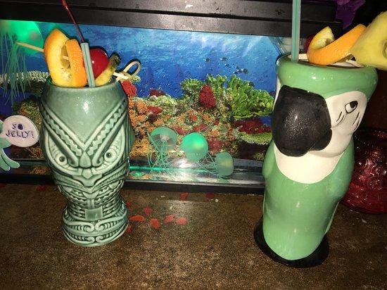 Grass Skirt Tiki Room: jellies and drinks