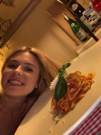 Giulietta e Romeo : Izzy with tagliatelle a pomodoro