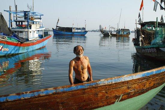 Amanecer de fotos con los pescadores.: Happy fisherman