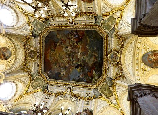 Palacio Real de Madrid: Il prezioso soffitto della Escalera Principal