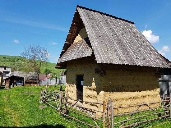 Kosciol pw. Wszystkich Swietych: zabytkowy sypaniec w Kacwinie