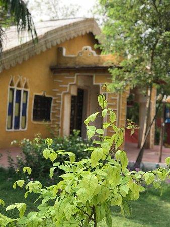 Surjivan Resort: Exterior
