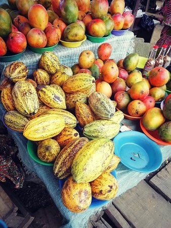 Assinie, Elfenbeinküste: Si vous êtes sur la route entre bassam et assainie.. Et que vous avez envie d avoir de beaux fruits et lugmes Arrêtez vous...