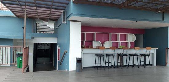 Favehotel Cilacap: The empty pool bar
