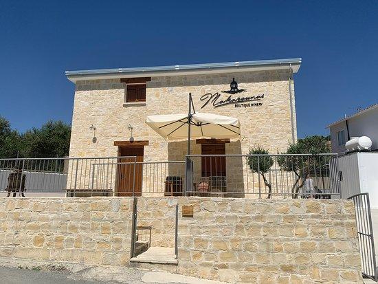Makarounas Boutique Winery