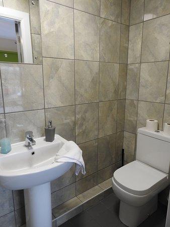 No shelf, no toilet roll holder
