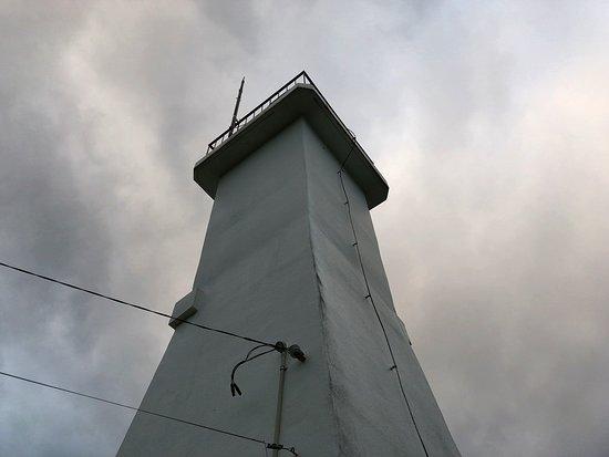 こじんまりとした灯台で、木々が邪魔をして海は360°は見えません(汗)