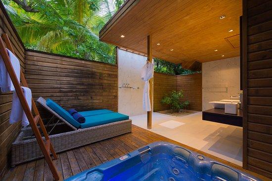 Veligandu Island Resort & Spa: Beach Villa Interior - Bathroom