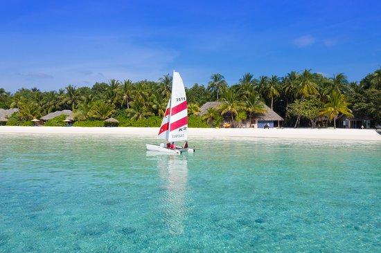 Veligandu Island Resort & Spa: Catamaran