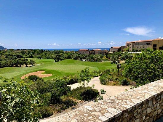 Pilos, กรีซ: Ausblick aus dem Clubhouse mit Blick auf den Dunes Course