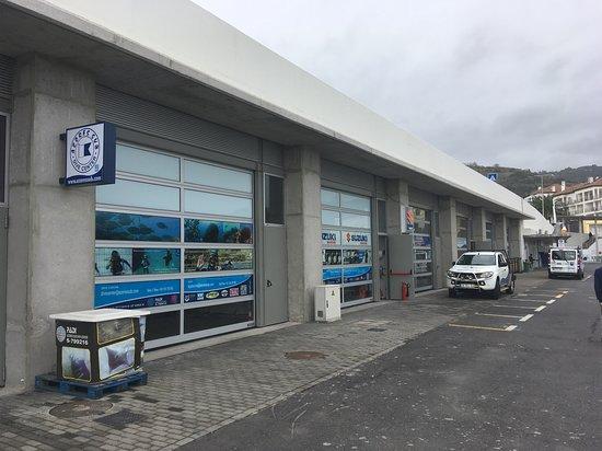 Vila Franca do Campo, โปรตุเกส: Vista de Fora das novas instalações provisórias da Azores Sub Dive Center