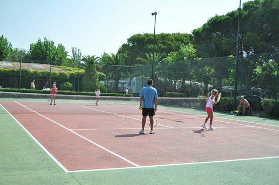 Playa Montroig Camping Resort: Pistas de Tenis