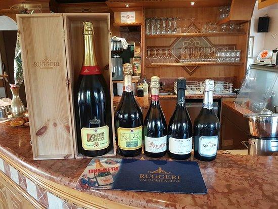 Lodrone, Italia: Vino buono e cortesia....