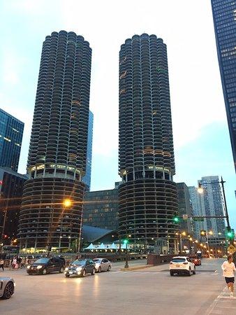 芝加哥河畔夜景