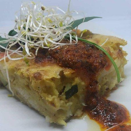 Masa Madre Vegan Food: Souflé de verduras de temporada con mojo canario.