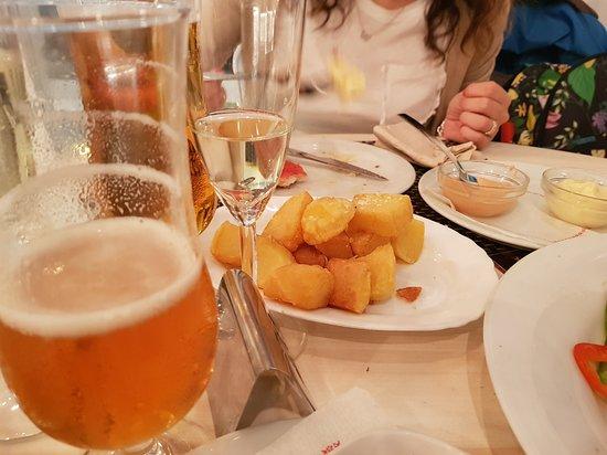 Antic Cafe Espanyol: patatas bravas e birra
