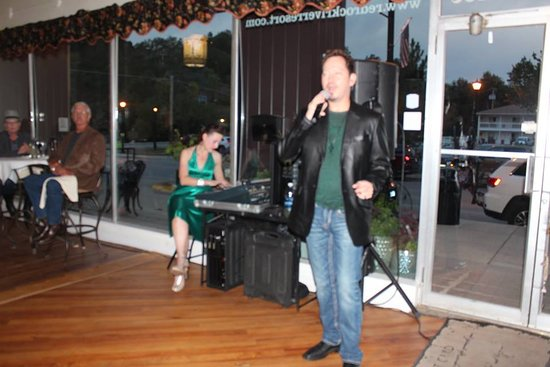 The 1891 Steakhouse and Bistro: Friday night fun with Live Music in the lobby