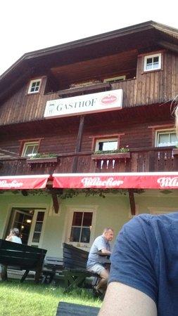 Gasthof Weissenbacher: Mit super Außenanlage mit Spielbereich für Kinder und Eseln auf der Weide.
