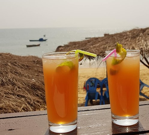 """Drink a cocktail in front of the sea, is a pleasure!"""