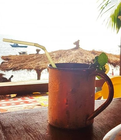 Lakka, סיירה ליאונה: Moscow mule in its special cup