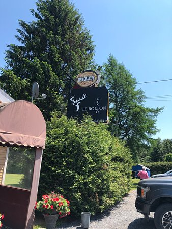 Bolton-Est, แคนาดา: You must stop in for a bite here. We went for lunch and everything we had was freshly homemade, really impressed