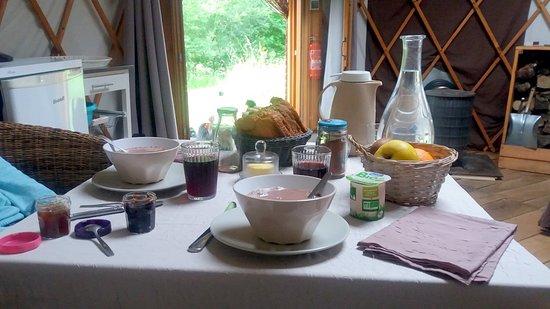 Arbas, ฝรั่งเศส: Un petit déjeuner complet et copieux