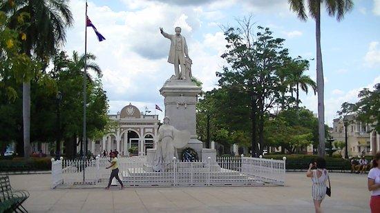 Cienfuegos, Cuba: statue José Marti