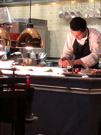 Extraordinary restaurant! Attentive and warm!