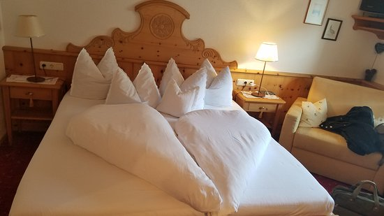 Ehenbichl, ออสเตรีย: Heart-shaped comforter! So cute.