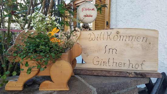 Ehenbichl, ออสเตรีย: The Easter bunny welcomed us.