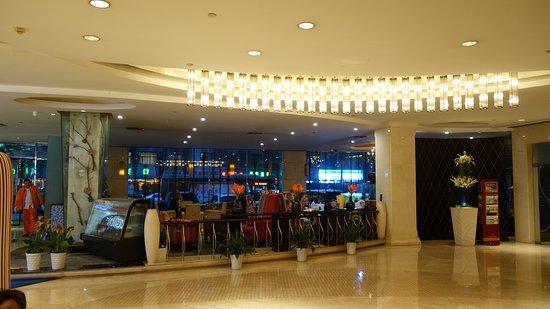 Huachen International Hotel: lobby area, across from reception