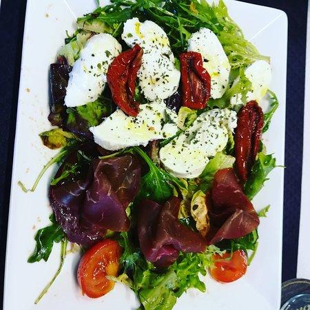 L'Authentique Sophie : Salade mozzarella di bufala, Bresaola