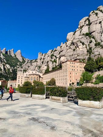 Montserrat Tour with Lunch and Gourmet Wine Tasting (Private Tour Optional): Monsterrat