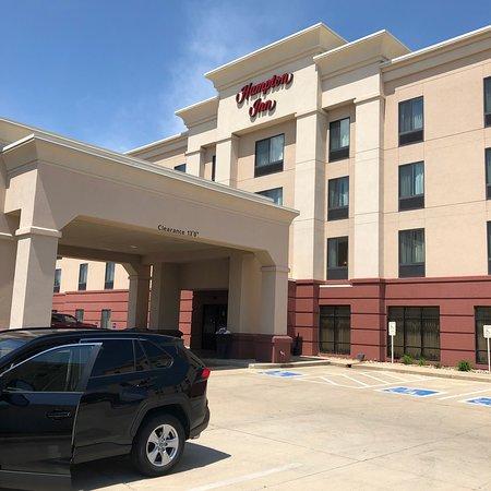 Hampton Inn Waterloo Cedar Valley: front of hotel