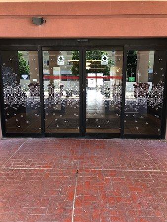 Hampton Inn Waterloo Cedar Valley: entrance