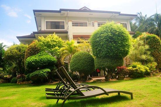 Garden - Foto van Alona Golden Palm Resort, Panglao Island - Tripadvisor