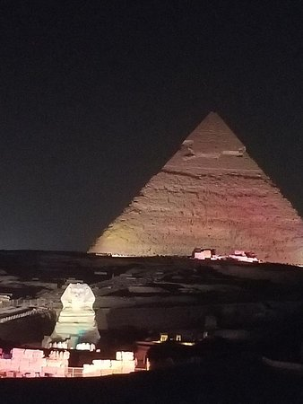 the light show at night at the Giza complex