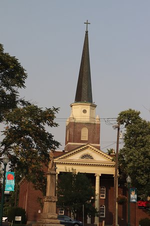 First Congregational Church: The beautiful steeple