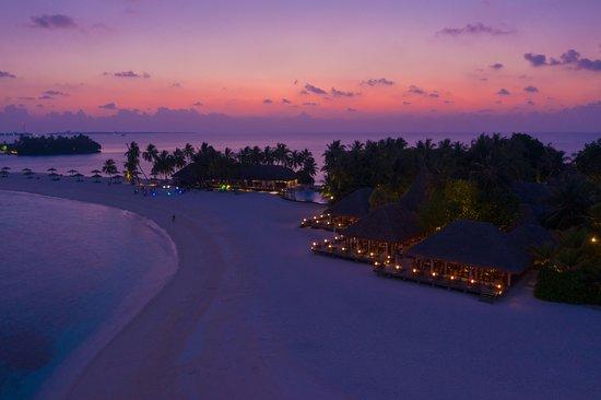 Veligandu Island Resort & Spa: Dhonveli Buffet Restaurant Aerial - Sunset