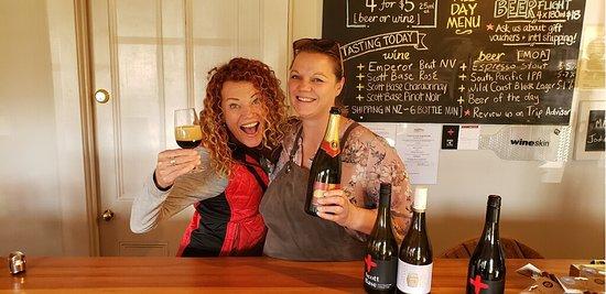 Classic Wanaka Wine Tour: We loved Jodi the host at Scott Base.