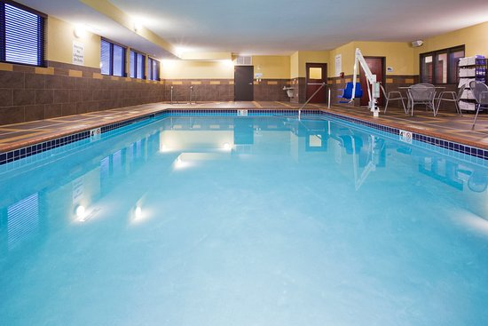 Holiday Inn Express & Suites Rochester - Mayo Clinic Area: Pool