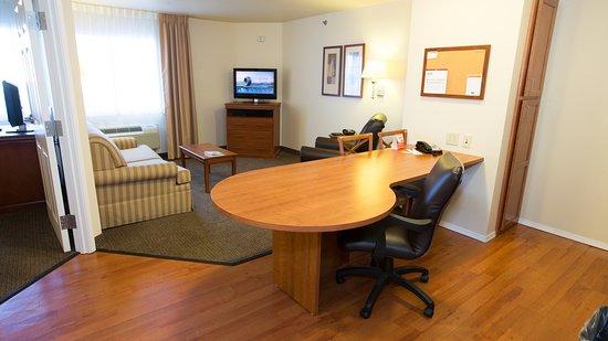 Candlewood Suites Joplin Hotel: Guest room
