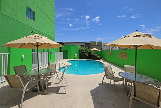 Holiday Inn Express Hotel & Suites Cd. Juarez-Las Misiones: Pool