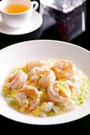 Imperial Treasure Fine Chinese Cuisine (One Peking): 滑蛋蝦球炒河粉   Wok-fried Hor Fun with Prawn & Egg Gravy