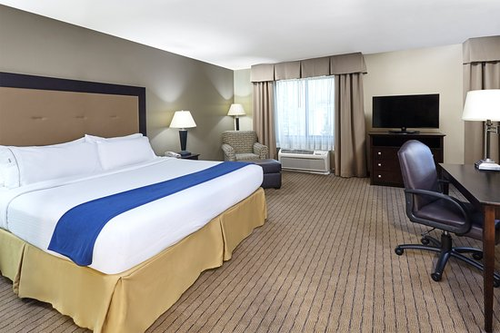 Holiday Inn Express Hotel & Suites Madison-Verona: Guest room