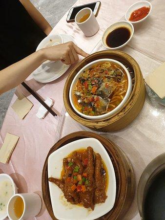 Dongfang Yuyan Restaurant: Steamed chicken legs