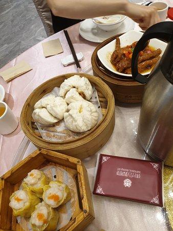 Dongfang Yuyan Restaurant: Char siew bao and siew mai
