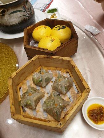 Dongfang Yuyan Restaurant: Custard Bun and dumpling