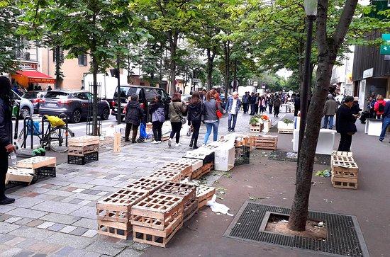 Vendeurs de rue après la descente de police