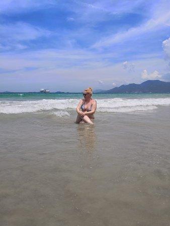 Nha Trang, Vietname: Это остров Парадайз, он же Зоклет. Обещали белый песок и райские пляжи. По факту очень грязно. В море плавают пакеты и другой мусор